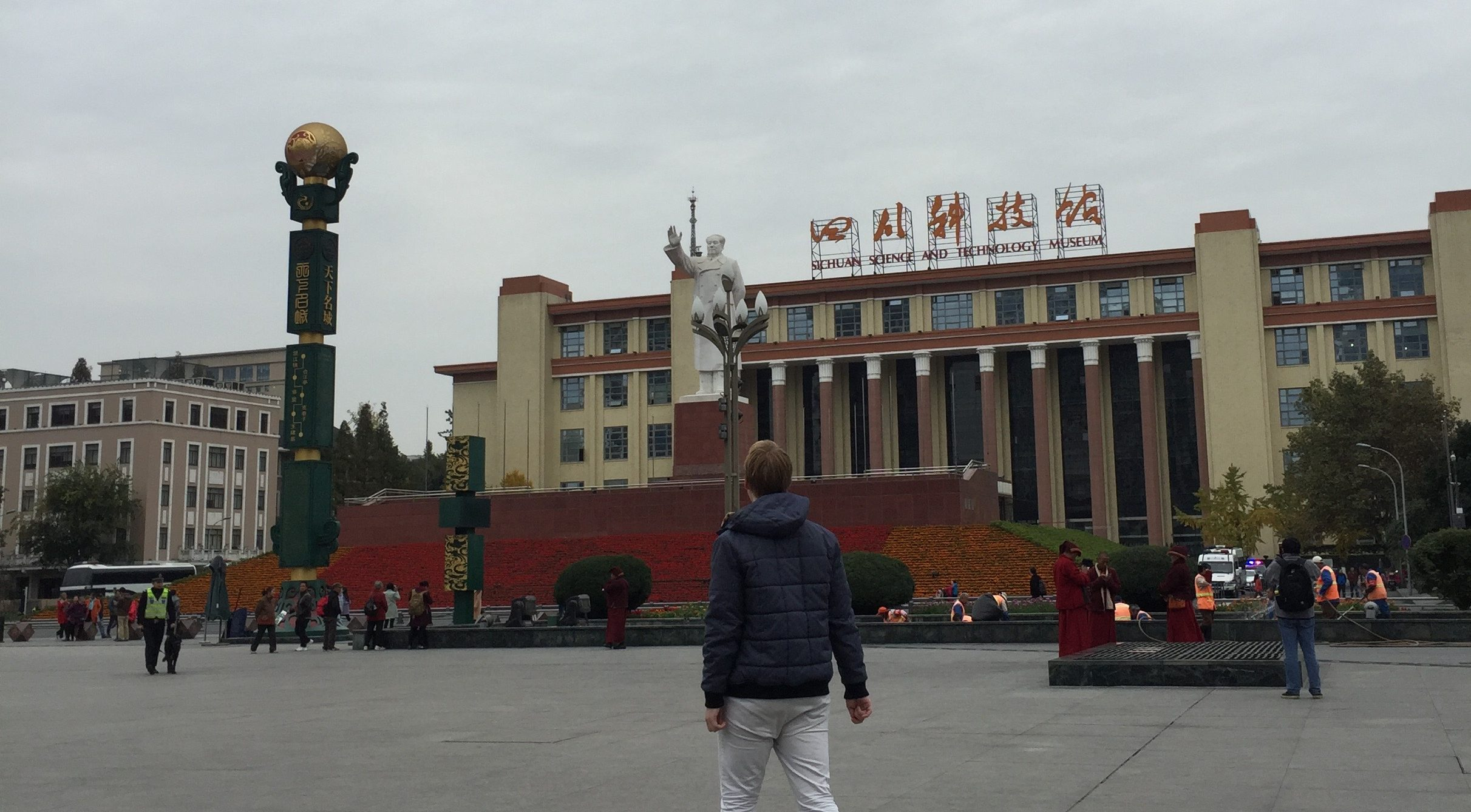 An Outsider Walks the Streets [Six Months in Sichuan Part 3]