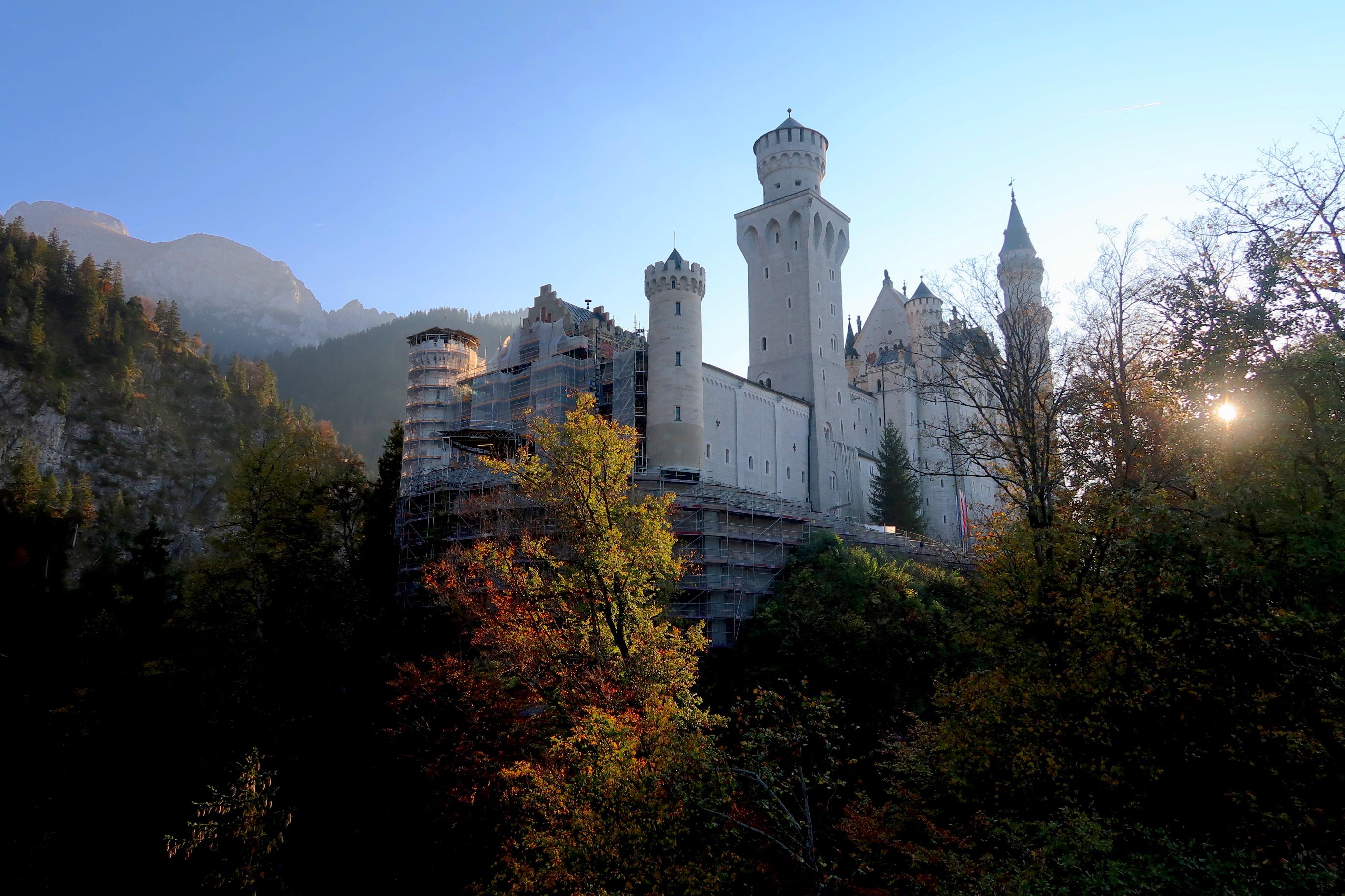 Schloss Neuschwanstein Survival